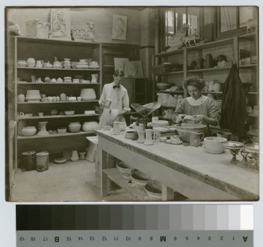 Pottery class, Department of Applied and Fine Arts, Rochester Athenaeum and Mechanics Institute, 1909