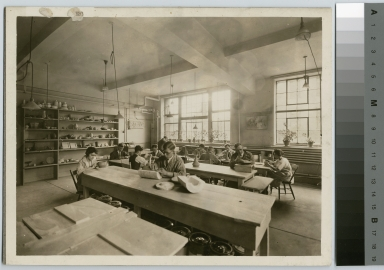 Pottery class, Department of Applied and Fine Arts, Rochester Athenaeum and Mechanics Institute