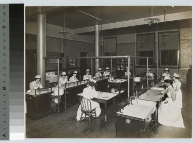 Academics, biology. Women's bacteriology class, [1900-1915]