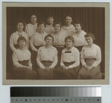 Academics, class photo, group portrait of female Rochester Athenaeum and Mechanics Institute students, [1900-1920]