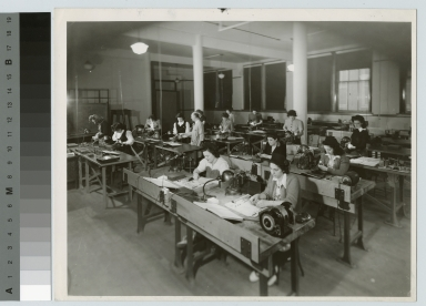Female students in mechanical class, Electrical Department, Rochester Athenaeum and Mechanics Institute, [1940-1944]