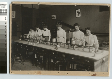 Women in Food Analysis class, Department of Domestic Sdcience and Art, Rochester Athenaeum and Mechanics Institute, [1905]