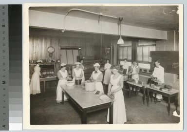 Preparing food for cafeteria management class, Rochester Athenaeum and Mechanics Institute [1911]