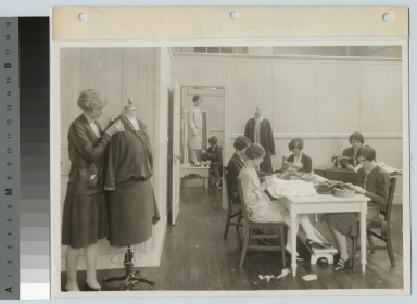 Design and dressmaking class, Department of Household Arts and Science, Rochester Athenaeum and Mechanics Institute [1920-1929]