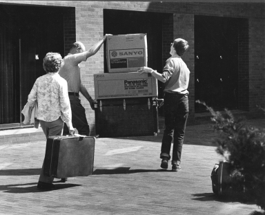 Student Orientation, Student Moving In