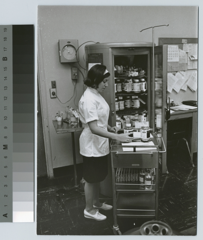 Unidentified student in laboratory, Chemistry Department, Rochester Institute of Technology
