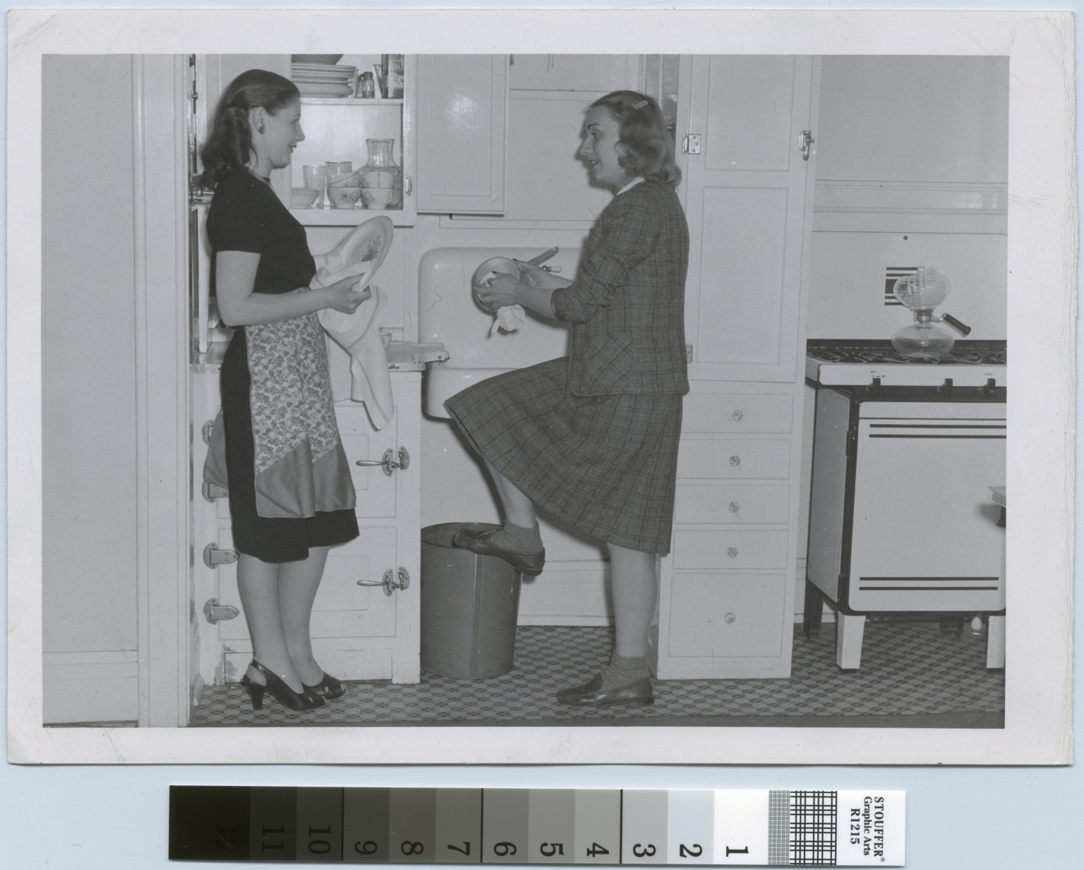 Students washing dishes, Kate Gleason Hall, Rochester Institute of Technology