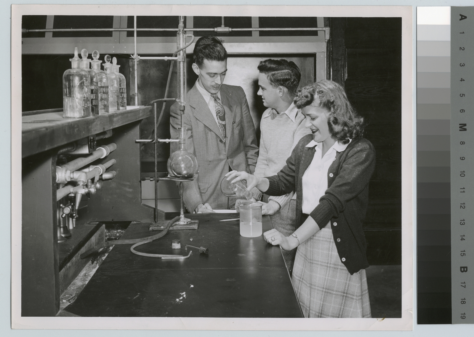 Unidentified students, chemistry laboratory, Chemistry Department, Rochester Institute of Technology