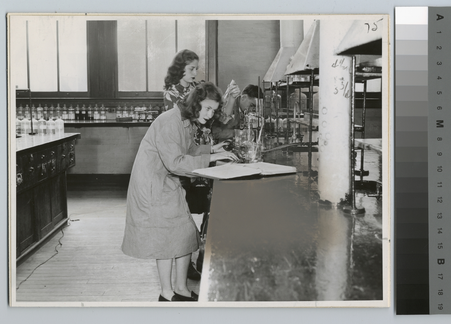 Academics, Chemistry, Rochester Institute of Technology students in a chemistry lab working on an experiment, [1945-1946]