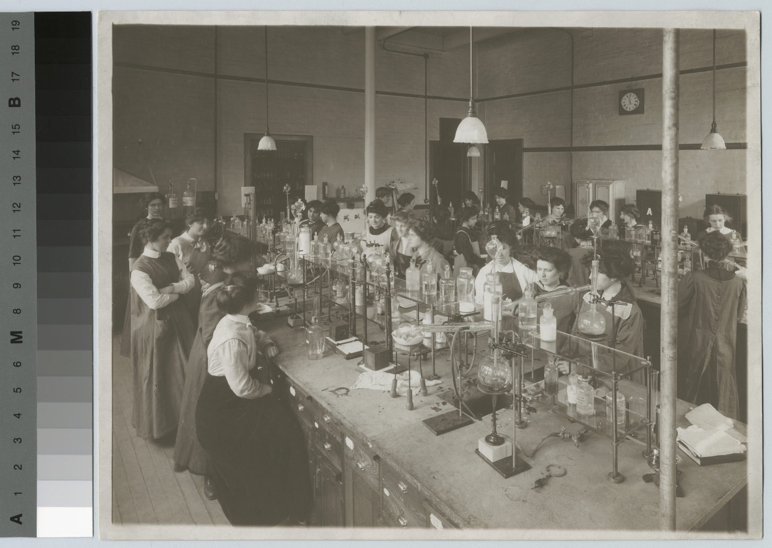 Women in chemistry laboratory, Department of Domestic Science and Art, Rochester Athenaeum and Mechanics Institute [1917]