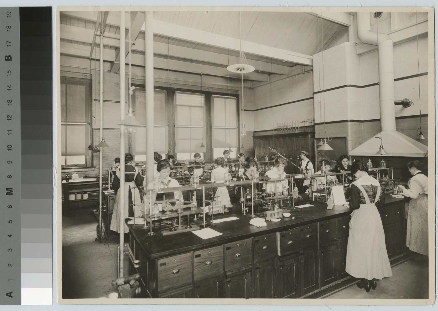 Women in food analysis laboratory, Department of Domestic Science and Art, Rochester Athenaeum and Mechanics Institute [1910-1920]