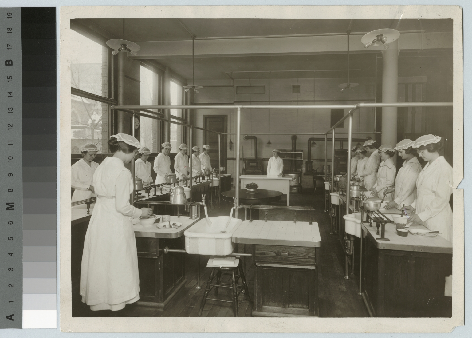 Women in cooking laboratory, Department of Domestic Science and Art, Rochester Athenaeum and Mechanics Institute [1910-1920]