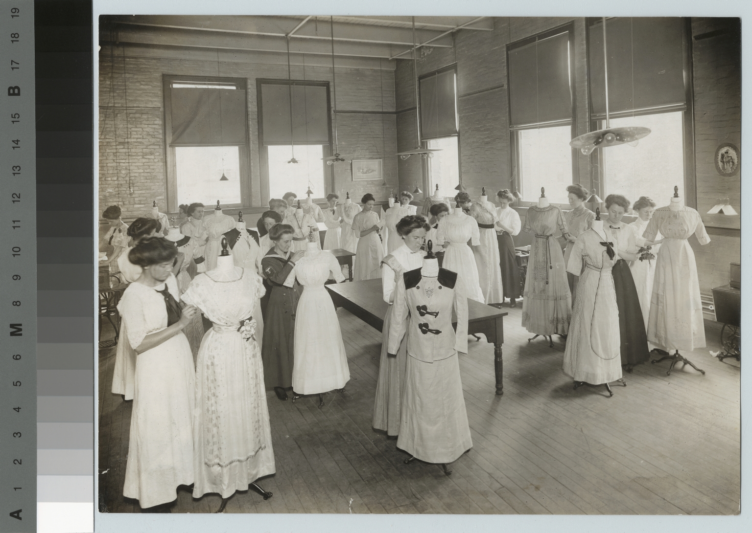 Dressmaking class, Department of Domestic Science and Art, Rochester Athenaeum and Mechanics Institute [1911]