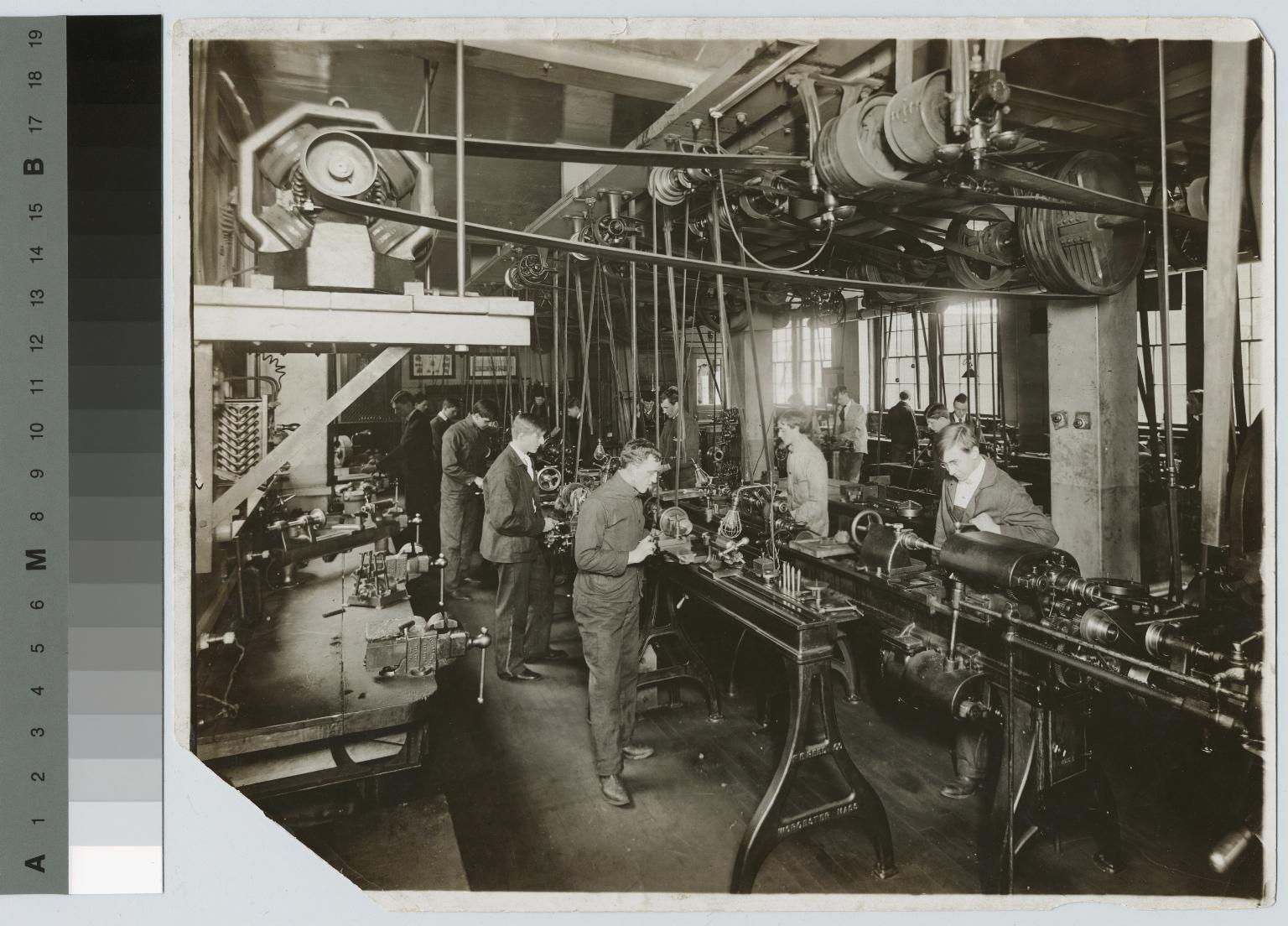 Students operate machinery, machine shop, School of Industrial Arts, Rochester Athenaeum and Mechanics Institute [circa 1907]